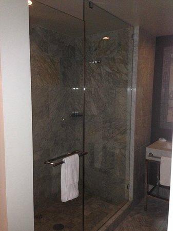 W Hollywood: Bathroom view 4