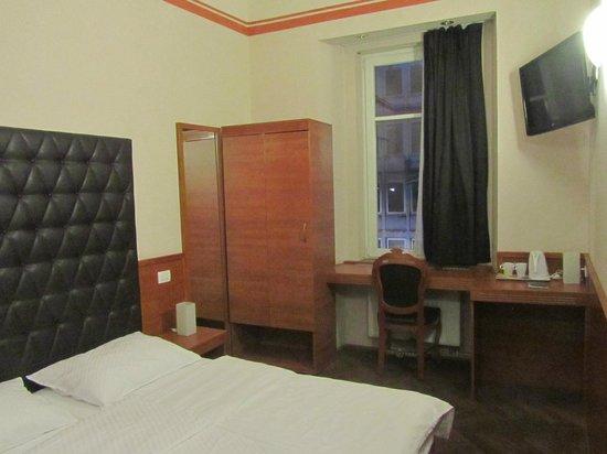 Hotel Center: Camera 14A