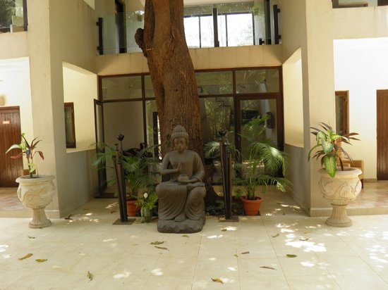 Mango Beach House - Kihim : The Buddha signifies the Zen like feeling of the place
