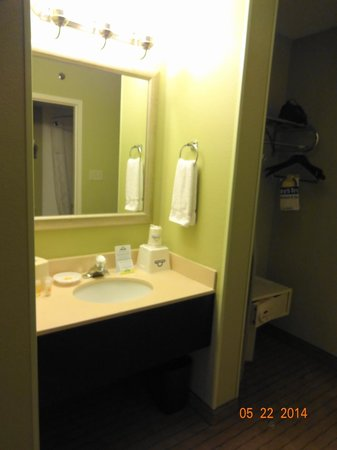 Days Inn Baltimore Inner Harbor : Bathroom