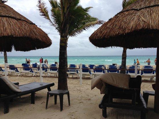Viva Wyndham Maya : VIP section at the beach