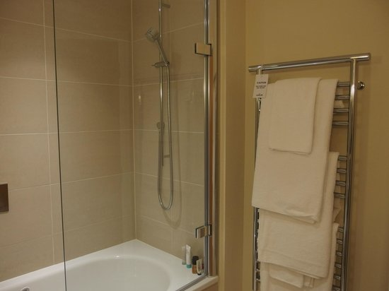 The Nadler Kensington: shower tub and heated towel rack