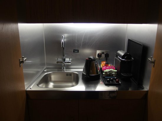 The Nadler Kensington: kitchen facilities - sink, kettle, nespresso coffee machine, tea bags, instant coffee,coffee cap