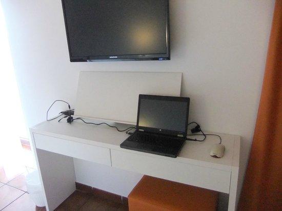 THB Ocean Beach: Schreibtisch bietet nicht mal Platz für einen Laptop