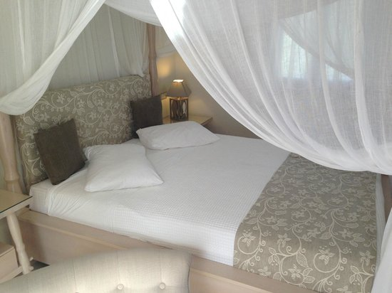 Alkyoni Beach Hotel: Great bed!