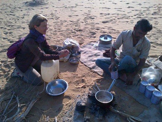 Hotel Fifu : sortie dans le désert organisée par Fifu (thé Chai)