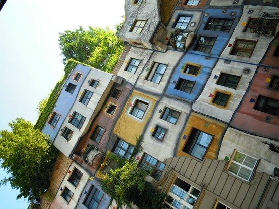 Hundertwasser Village: フンデルトヴァッサーハウス