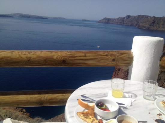 Caldera Villas: breakfast with a view