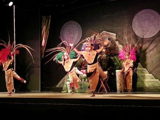 Oleo Cancun Playa: Mayan Culture show at the hotel