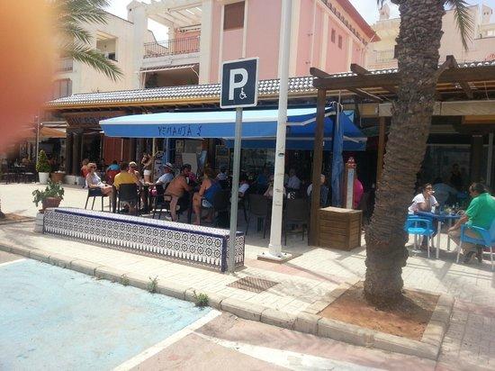 Cabo de Palos, Spania: Mooi uitzicht aan de haven, vriendelijk persooneel, uitgebreide kaart tegen redelijke prijs