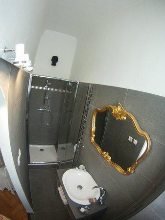 Salle de bain louis philippe picture of byzance cote for Salle de bain louis xv