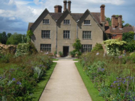 Packwood House: A nice size gentleman's residence