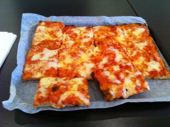 Falasca S.P.Q.R.: Just tomato sauce and cheese pizza