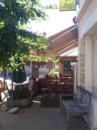 Logis Le Barriol: Petite terrasse