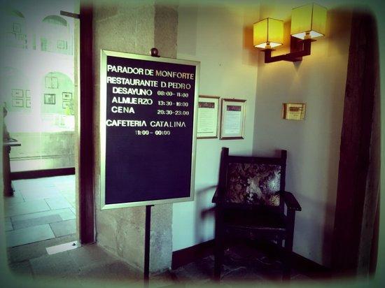 Parador de Monforte de Lemos: Entrada de Parador de Monforte Hotel