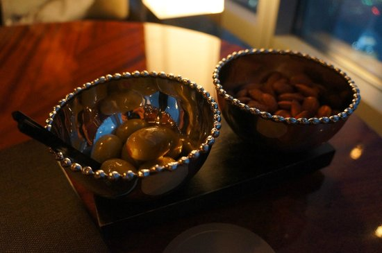 At.Mosphere Restaurant: Complimentary nuts