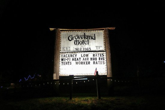 Groveland Motel & Indian Village: Sign