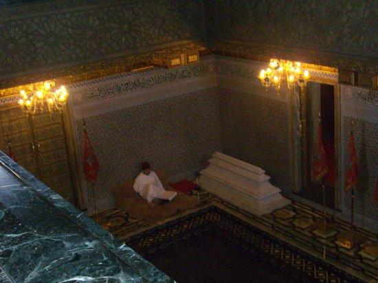 Mausolée de Mohammed V : Mausoleum of Mohammed V - Gentleman Reading Koran