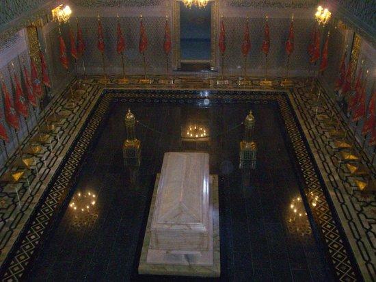 Mausolée de Mohammed V : Mausoleum of Mohammed V - Shrine