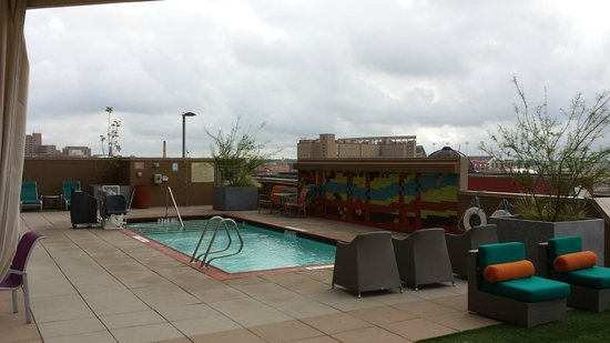 Hampton Inn & Suites Austin at The University/Capitol : On the pool deck...