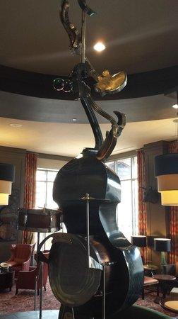 Hampton Inn & Suites Austin at The University/Capitol: In the lobby...