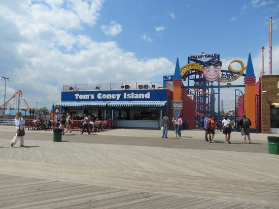 Famous Fat Dave's Food Tours: Tom's - Coney Island
