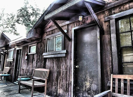 Groveland Motel & Indian Village: Cabins for accommodation