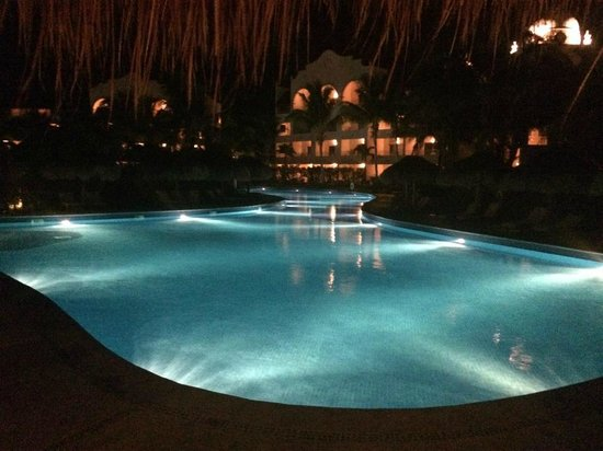 Excellence Riviera Cancun: Lovely all lit up