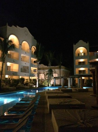 Excellence Riviera Cancun: Beautiful at night