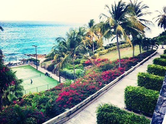 Frenchman's Reef & Morning Star Marriott Beach Resort: balcony oceanfront view over tennis courts