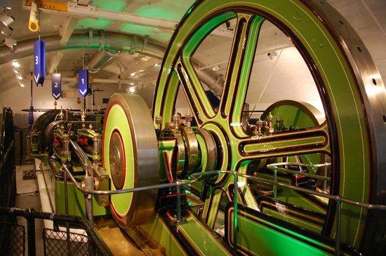 Puente Tower Bridge: Steam engine