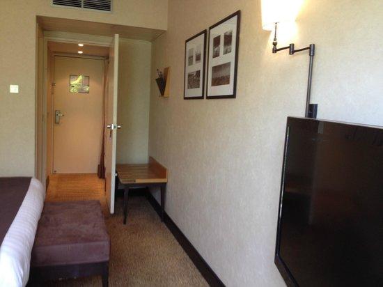 Hotel Mercure Montpellier Centre Antigone: Entrada habitación