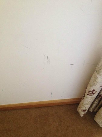 Roganstown Hotel and Country Club: Scuff marks on wall to left of window