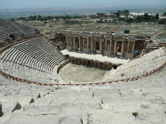 Hierapolis & Pamukkale : theatre