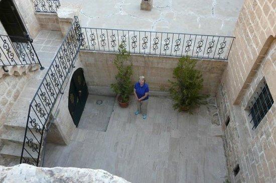 Erdoba Evleri : 104 steps down