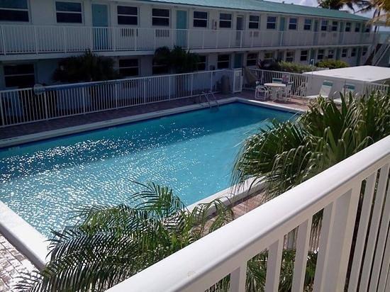 Continental Inn: the pool