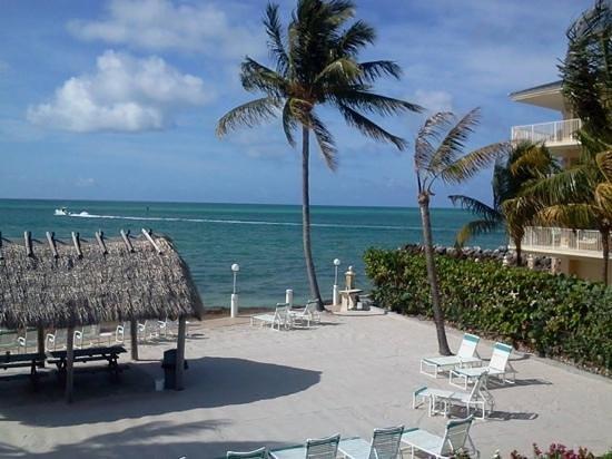 Continental Inn : beach area
