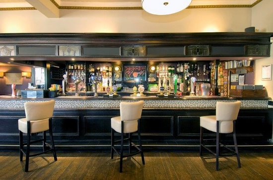 The Kents: The Bar
