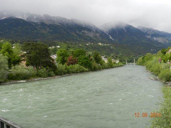 Hotel Innsbruck: Vista da porta de entrada do Hotel