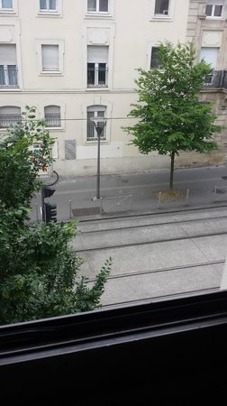 Hôtel Stars Bordeaux Gare : Vue depuis la chambre sur le tram (bruit insuportable)