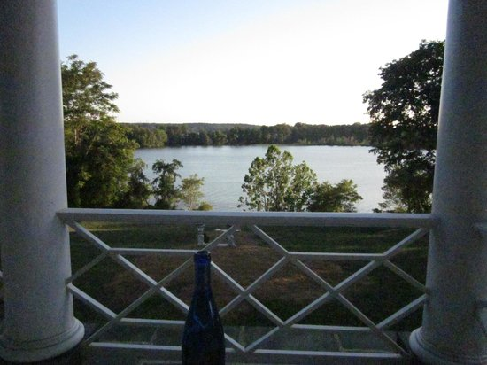 Belle Grove Plantation Bed and Breakfast : view from the back deck