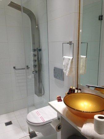 Athens Diamond Plus: Limpeza do banheiro deixou a desejar!