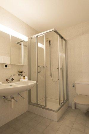 Spengler Hostel: Badezimmer
