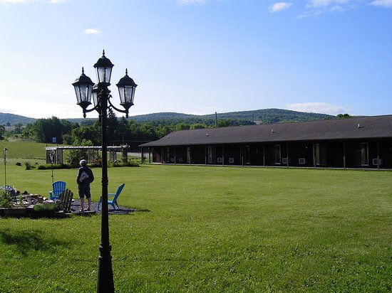 The Meadowlark Inn Cooperstown: Beautiful setting