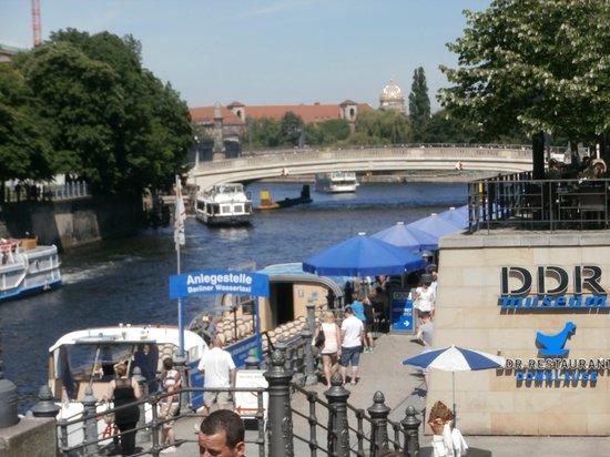 DDR-Restaurant Domklause : La terrasse du restaurant à côté du Musée de la RDA