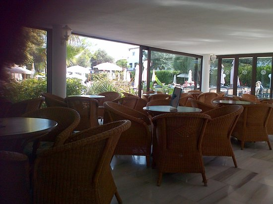 SENTIDO Tucan: bar sitting area