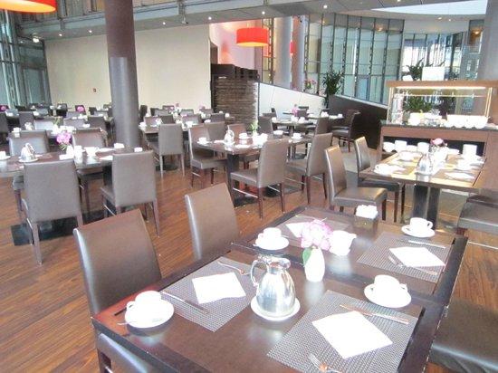 NH Düsseldorf City: Frühstücksraum