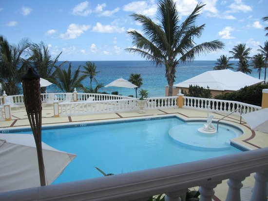 Coco Reef Resort Bermuda: View of pool from outdoor dining terrace
