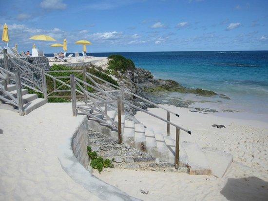 Coco Reef Resort Bermuda: Terraced beach at Coco Reef