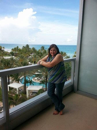 Fontainebleau Miami Beach: Isabel moya at in the balcony in the serrentto tower